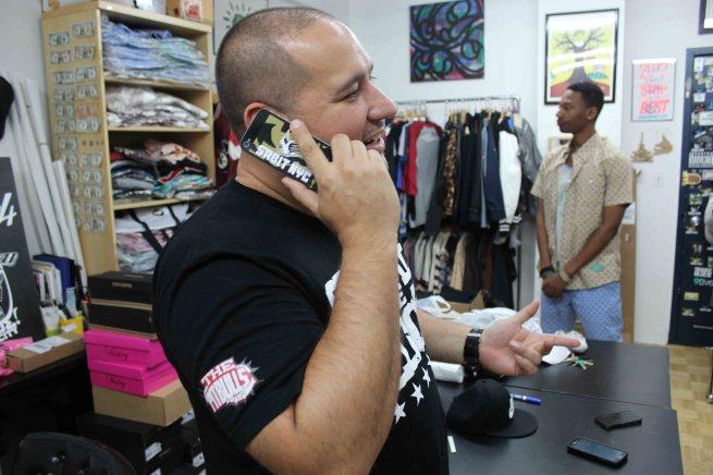 BOBBY PHONE2